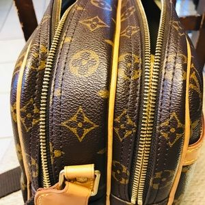 Authentic Louise Vuitton reporter